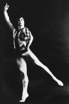 Nureyev faz pose em ensaio. Foto: New York Public Library for the Performing Arts