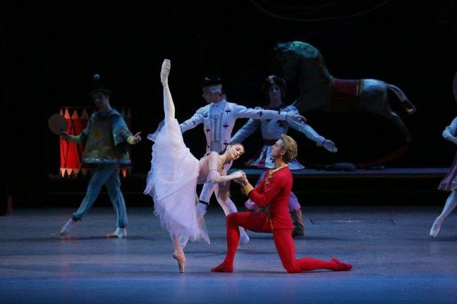 Anna e Denis no pas de deux de Marie e o príncipe Quebra Nozes (Foto: Reprodução / Pathé Live)