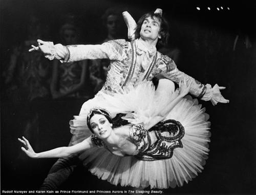 Nureyev e Karen Kain em produção d'A Bela Adormecida em 1974 (Foto: Reprodução)