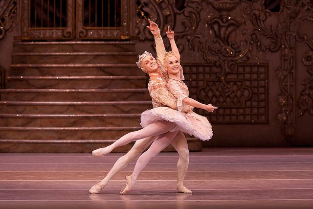 Steven McRae e Miyako Yoshida como príncipe e Fada Açucarada do Royal Ballet, em 2009 (Foto: Royal Ballet)