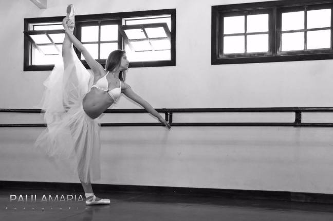 Carla Firpo, que dança desde os três anos, grávida de sete meses (Foto: Paula Maria)
