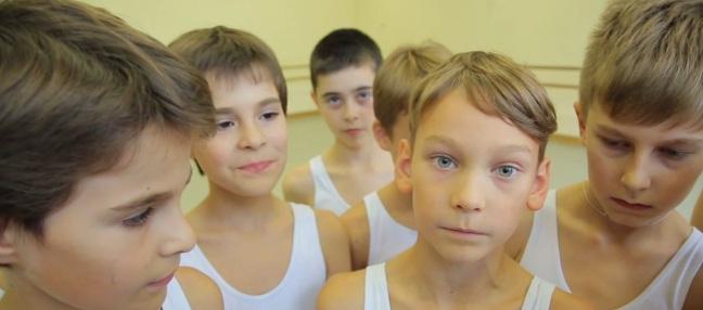 Meninos fofinhos que sonham em ser os novos Baryshnikovs (Foto: Reprodução)