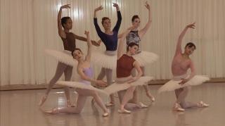 Pose inicial de Haffner Symphony com o corpo de baile