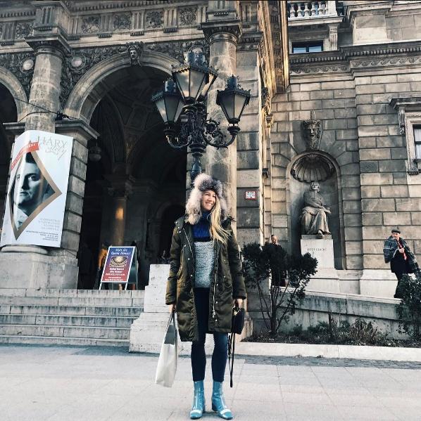 Isabella em Budapeste.png