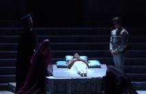 Romeu encontra Julieta desfalecida (Foto: Reprodução)