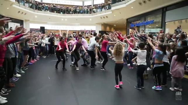 Flash mob de Quebra-Nozes! (Foto: Reprodução/YouTube)