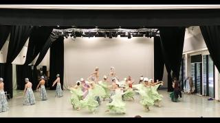 Skirts flying! (Photo: Playback / YouTube)