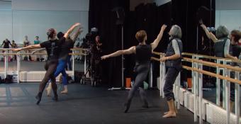 Bailarinos no centro
