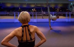 Josph Sissens ensaia 'Jojo' com Charlotte Edmonds